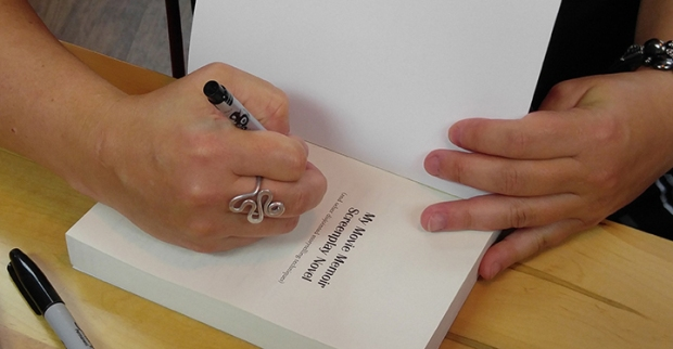 signing_small